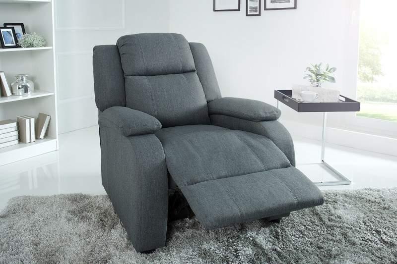 Sedák a opierka chrbta tohto kresla sú bohato čalúnené kvalitnou sivou vrecovinou. Zdroj: iKuchyne.sk
