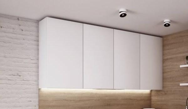 Kuchyne na mieru majú tú vyhodu, že si viete prispôsobiť a využiť každý možný priestor v kuchyni - napríklad skrinkou až po strop. Zdroj: iKuchyne.sk