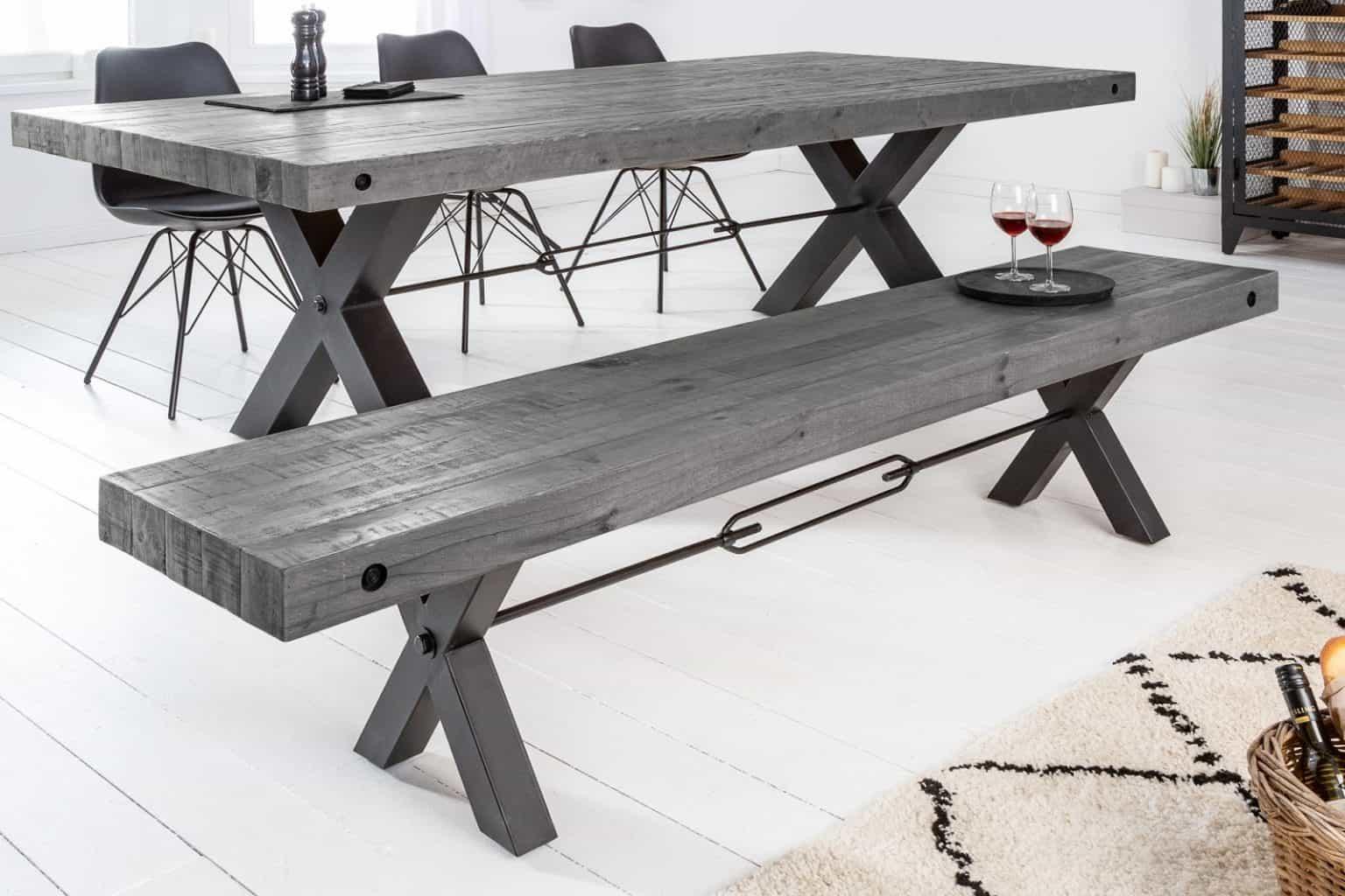 Sivá lavica je moderná a štýlová. Zdroj: iKuchyne.sk