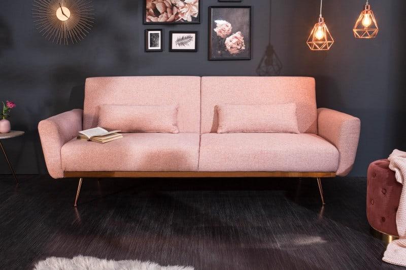 Nebojte sa oživiť miestnosť krásnou ružovou rozkladacou pohovkou. Výsledok bude stáť za to! Zdroj: iKuchyne.sk