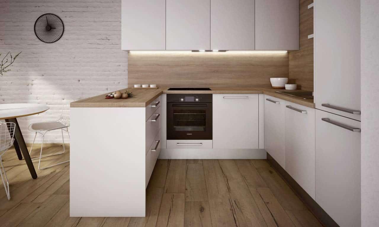 Svetlé drevo na pracovnej doske vytvára v bielej kuchyni útulnú atmosféru. Zdroj: iKuchyne.sk