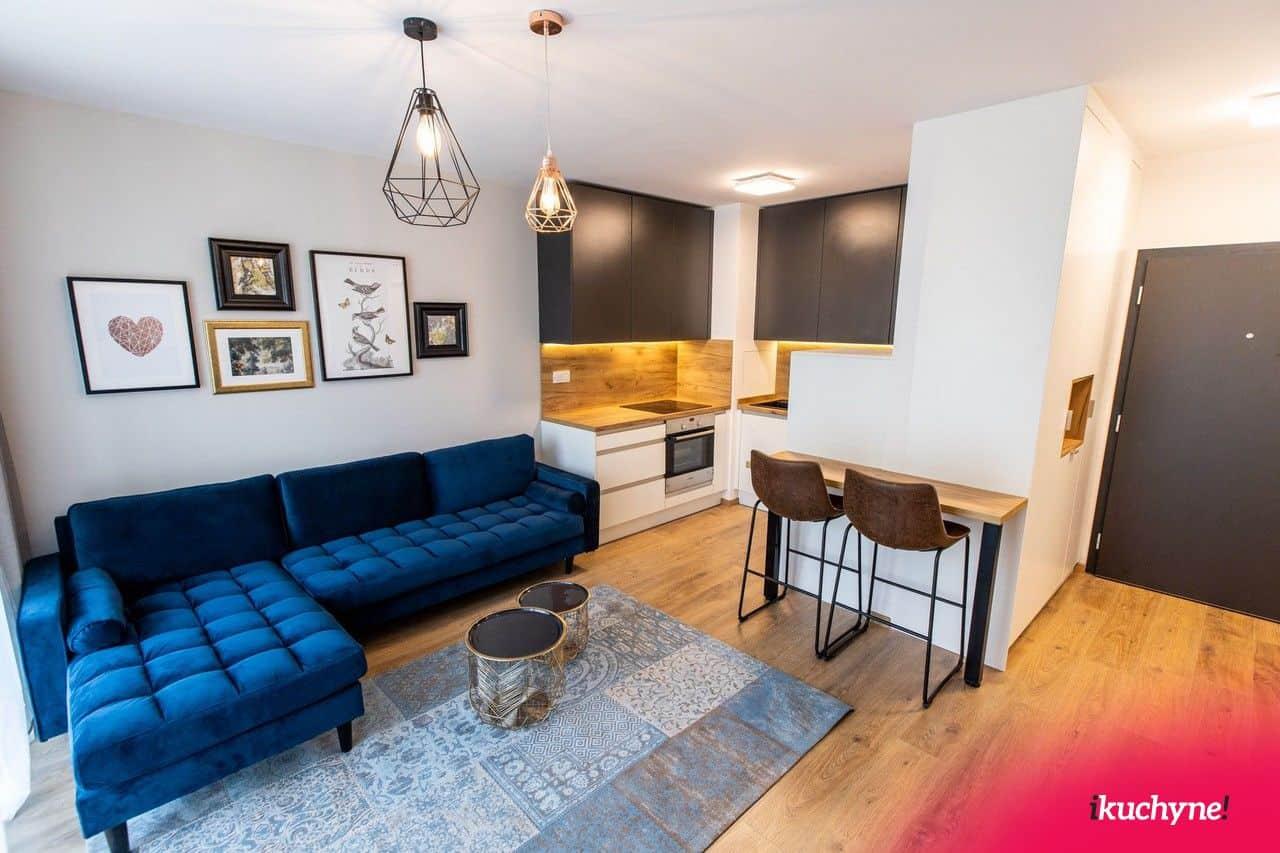 Spojením kuchyne a obývačky nikdy nič nepokazíte, práve naopak. Získate krásny veľký priestor. Zdroj: iKuchyne.sk