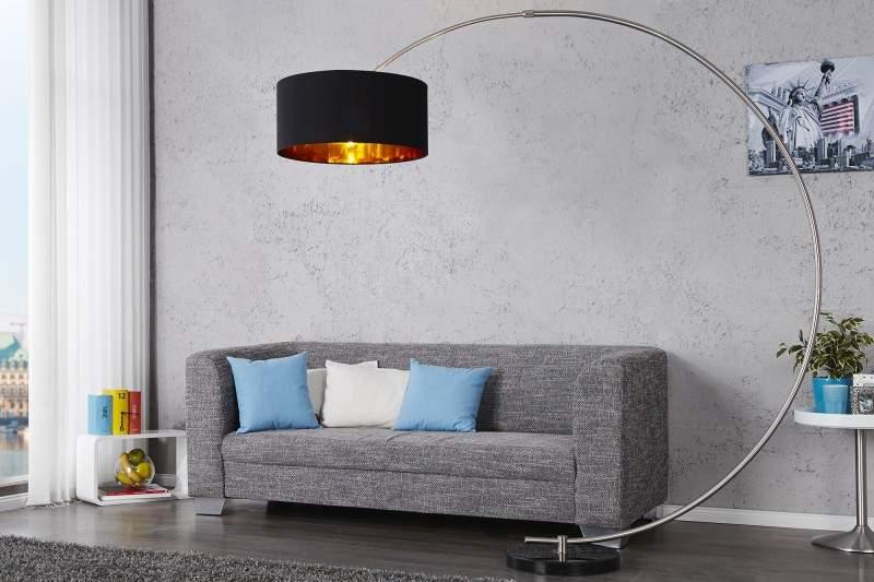 Oválne tvary si nájdu miesto aj pri dizajnovaní stojanovej lampy. Zdroj: iKuchyne.sk