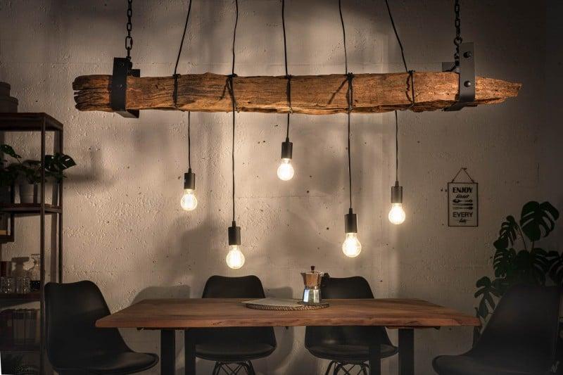 Táto závesná lampa dodá vašej jedálni ten správny nádych škandinávskeho štýlu. Zdroj: iKuchyne.sk