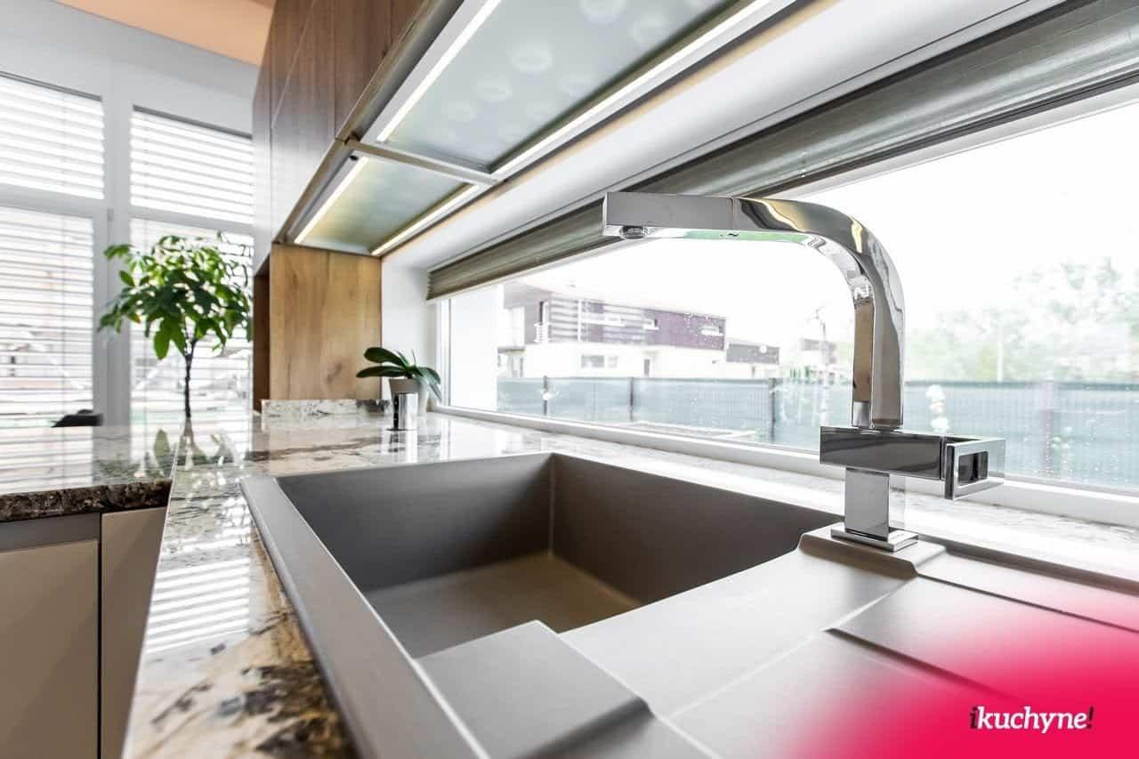 Kuchyne na mieru prinášajú rôzne výhody. Napríklad aj takýto krásny výhľad... Zdroj: iKuchyne.sk