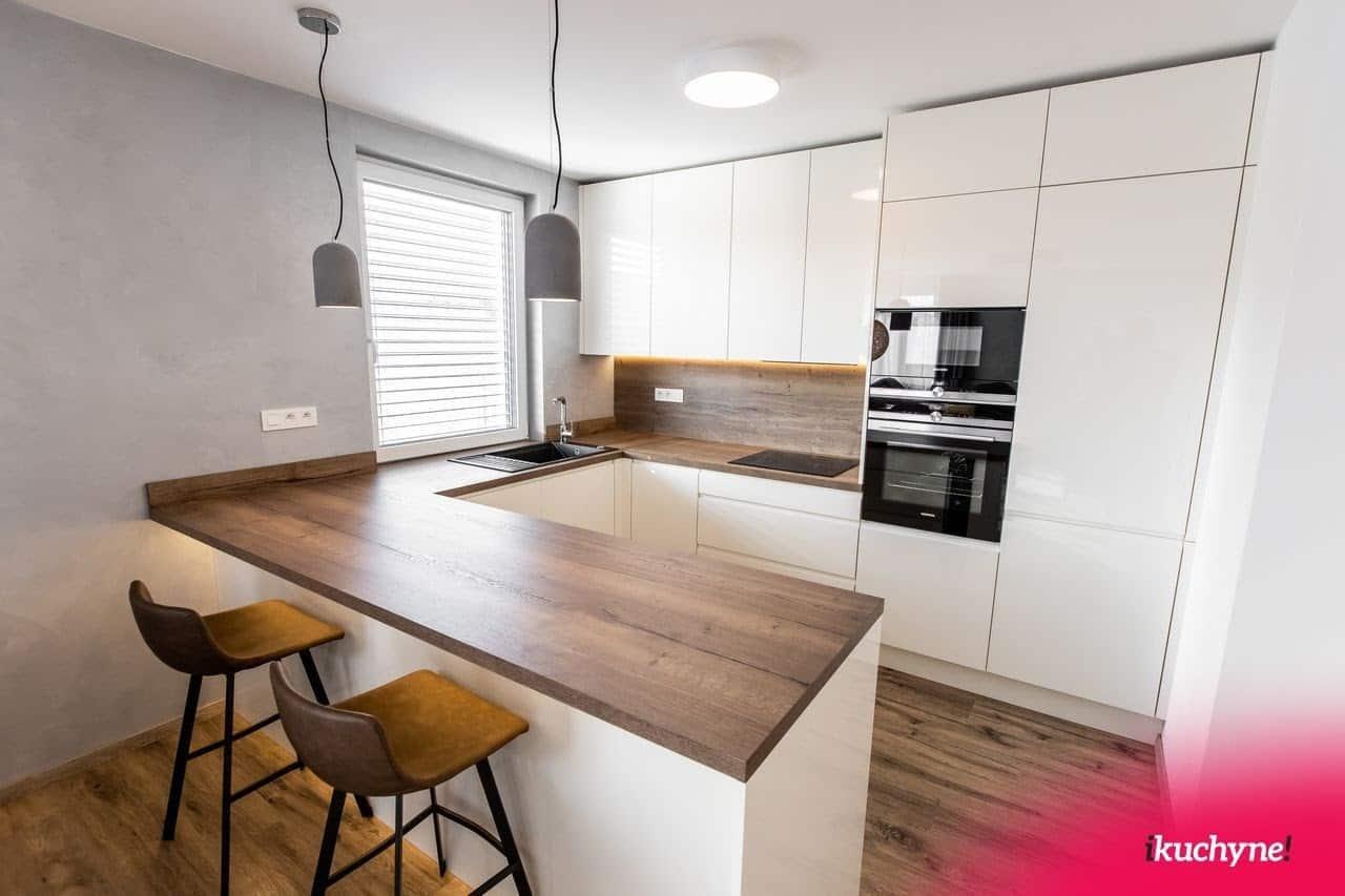 Takto to vyzerá, keď je kuchyňa do U multifunkčná. Zdroj: iKuchyne.sk
