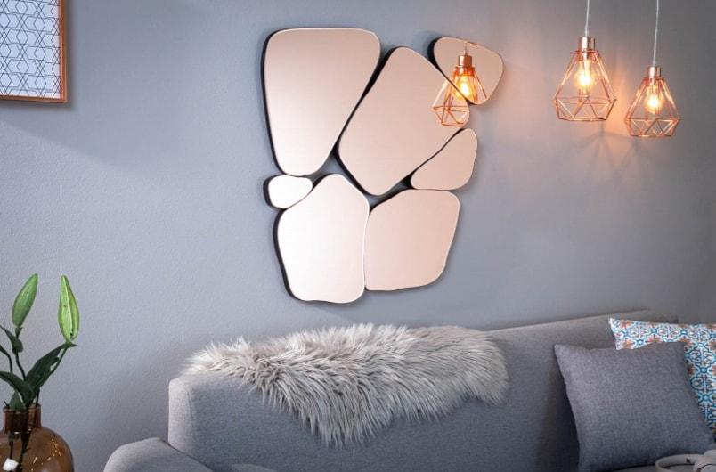 Zrkadlo tvorené z niekoľkých menších zrkadiel. Zdroj: iKuchyne.sk