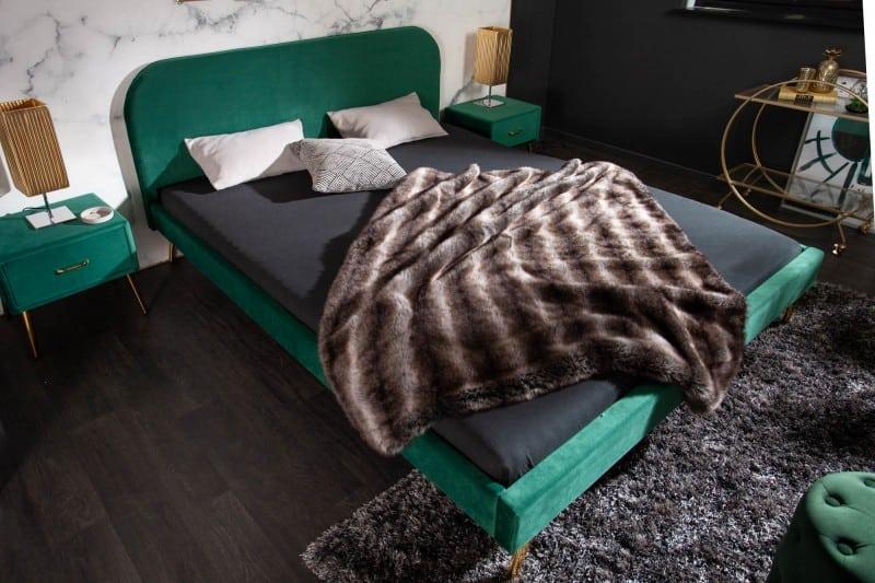 Zelená posteľ rozžiari vašu spálňu. Zdroj: iKuchyne.sk