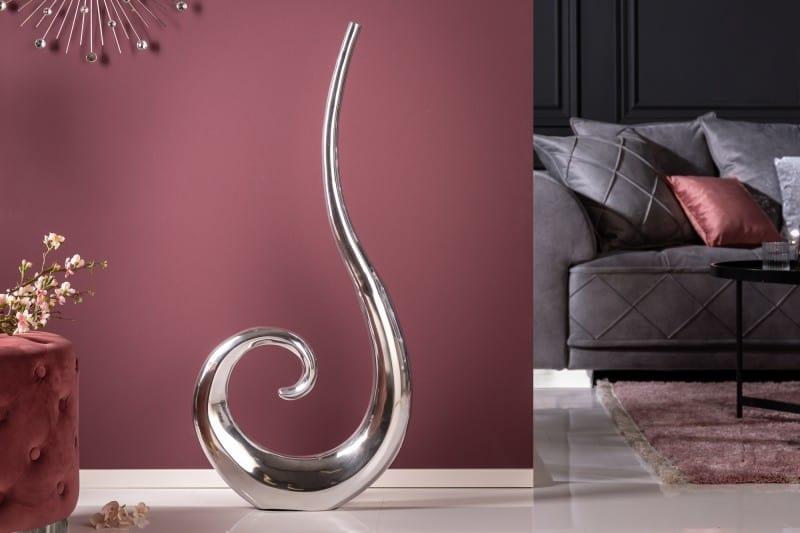 Skvelým doplnkom do interiéru môžu byť váza v netradičnom tvare. Zdroj: iKuchyne.sk