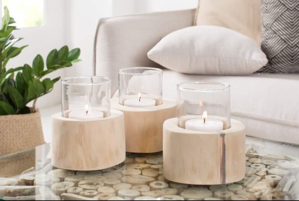 Sviečky sú pre škandinávsky štýl výnimočným doplnkom. Zdroj: iKuchyne.sk
