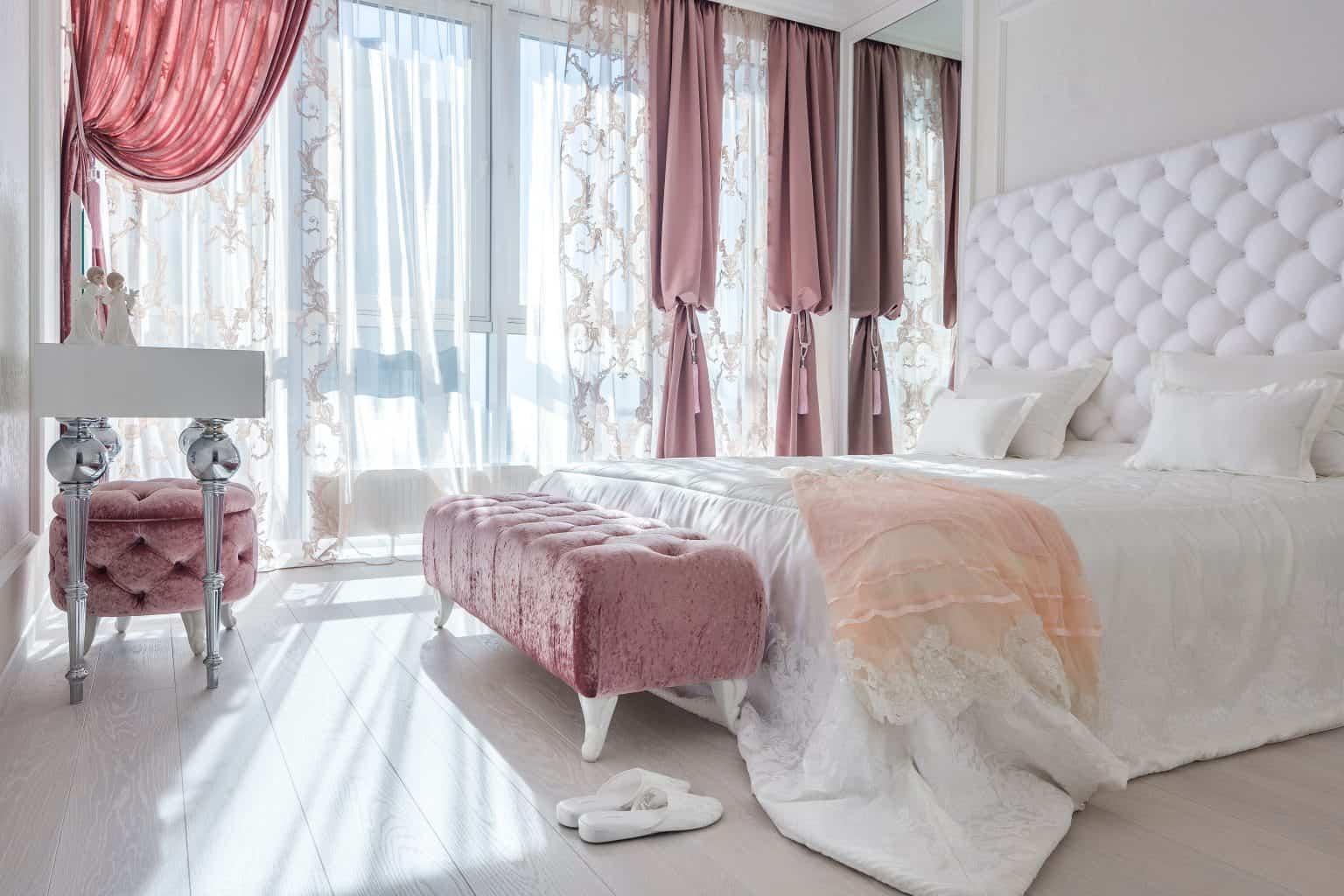 Spálňa v tradičnom štýle - dokonalosť sama. Zdroj: Pexels.com