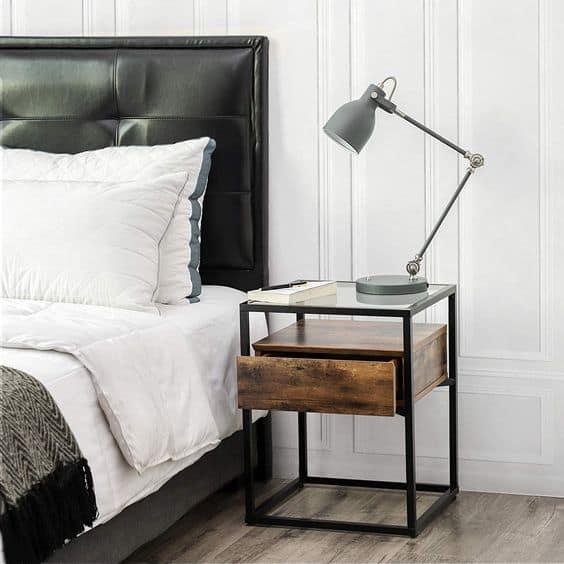 Ako jednoducho oživiť spálňu? Použite dizajnový nočný stolík. Zdroj: Pinterest.com