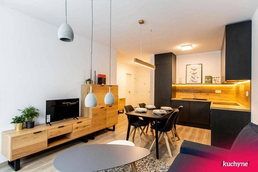 Dostatočný odstup od nábytku je predpokladom príjemného stolovania. Zdroj: iKuchyne.sk