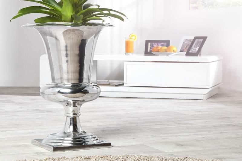 Medzi bytové doplnky sa radí aj štýlová váza, ktorá by nemala chýbať ani u vás doma. Zdroj: iKuchyne.sk