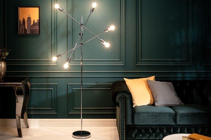 Stojanová lampa s viacerými žiarovkami pre ešte lepší čitateľský zážitok. Zdroj: iKuchyne.sk