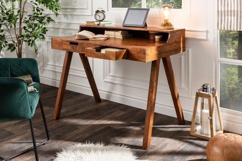 Drevený toaletný stolík dolaďte smaragdovo zelenou stoličkou. Zdroj: iKuchyne.sk