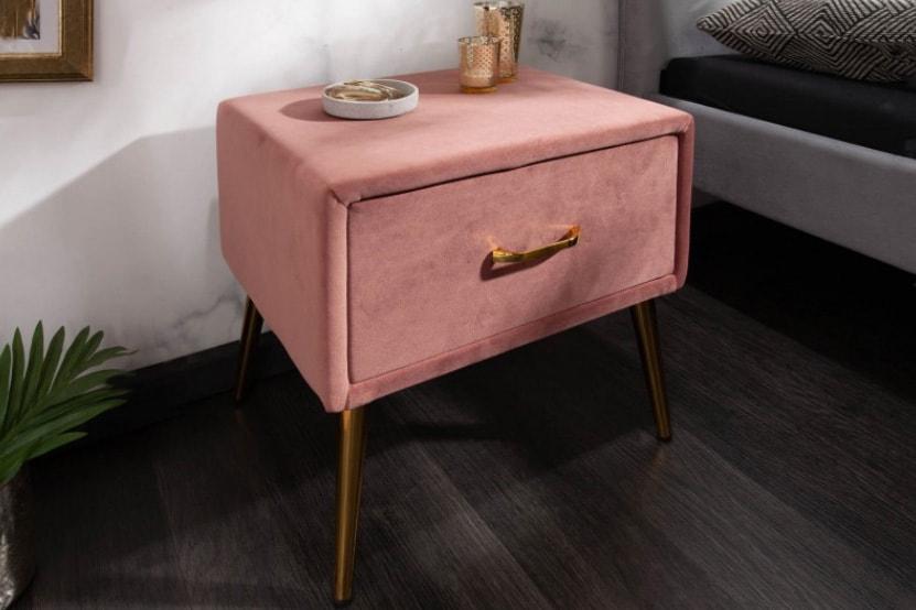 Nočný stolík v staroružovej farbe. Zdroj: iKuchyne.sk