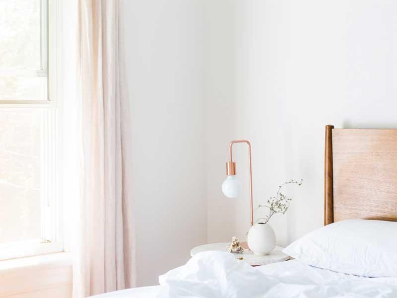 7 rád ako dekorovať biely interiér. Zdroj: Pexels.com