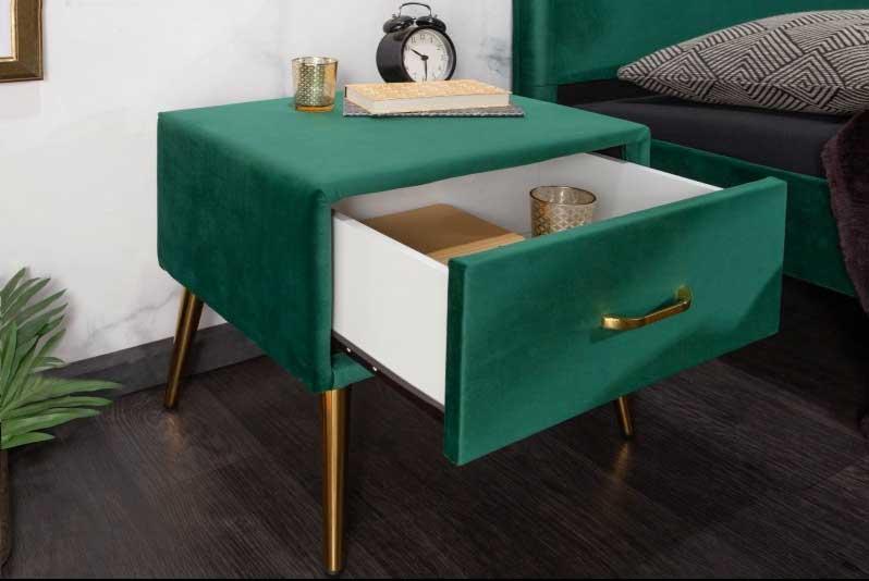 Nočný stolík by mal končiť približne vo výške matraca. Zdroj: iKuchyne.sk