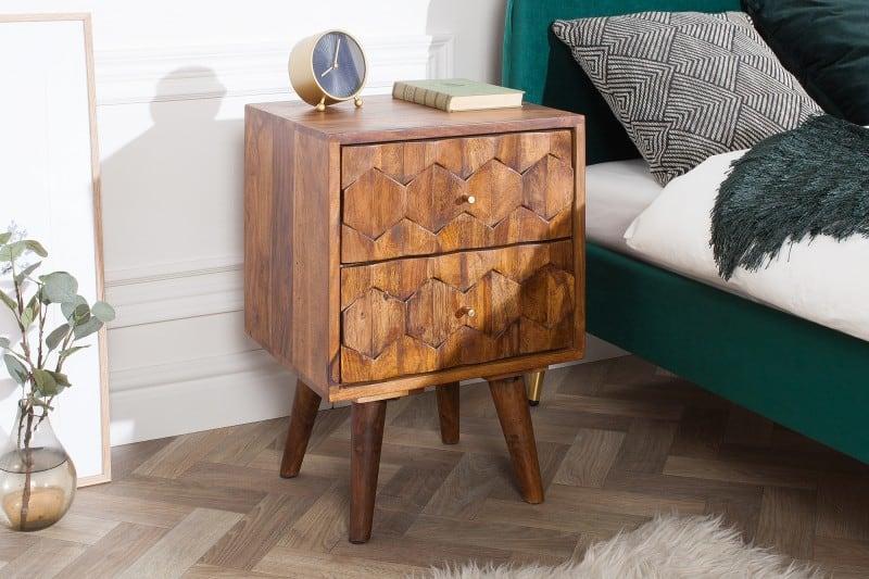 Nočné stolíky vyrobené z vysoko kvalitného dreva sheesham zaujmú svojím dizajnom už na prvý pohľad. Zdroj: iKuchyne.sk