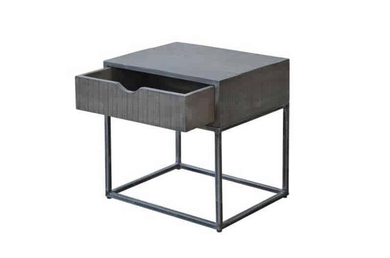 Ako sa hovorí, v jednoduchosti je krása - nočný stolík nemusí byť komplikovaný. Zdroj: iKuchyne.sk