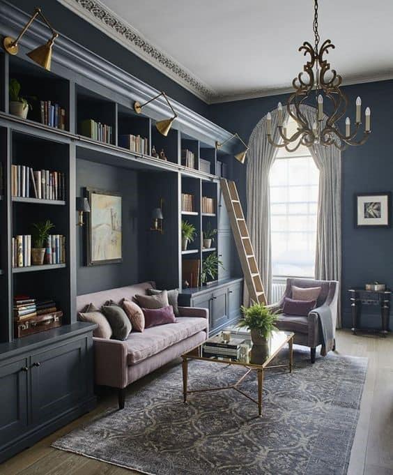 Veľká, malá, na mieru či zakúpená. Hlavne nech je plná kníh a doplnkov. Zdroj: Pinterest.com