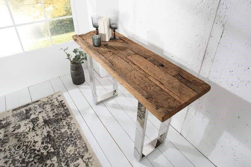 Masívny drevený stolík s kovovými nôžkami je nadčasovým kúskom. Zdroj: iKuchyne.sk