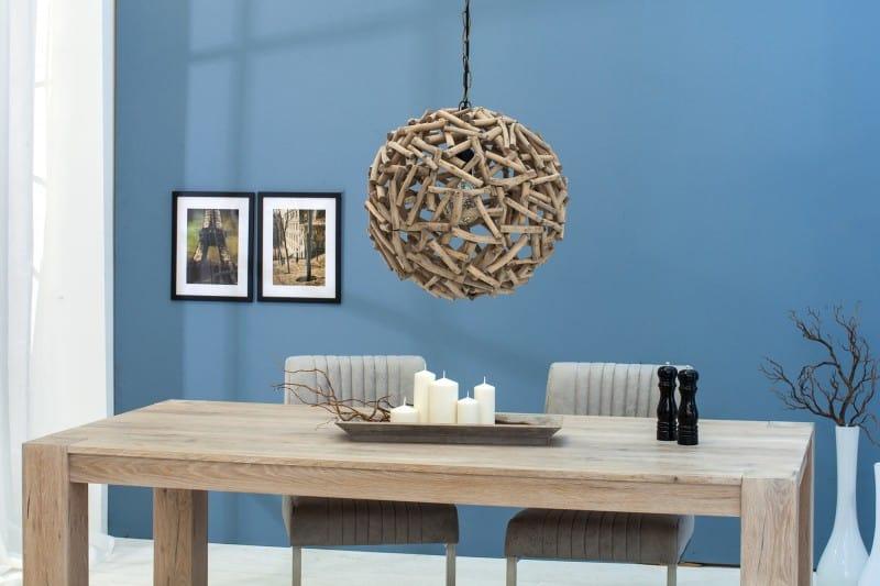 Závesná lampa z naplaveného dreva prinesie kus prírody do vašej jedálne a umocní vidiecky štýl v interiéri. Zdroj: iKuchyne.sk