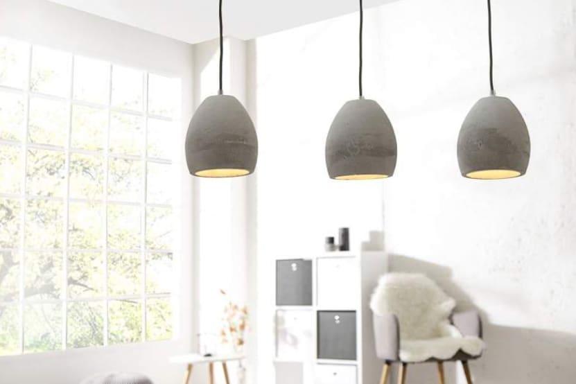 Závesná lampa z betónu prinesie do bytu kúsok industrializmu. Zdroj: iKuchyne.sk