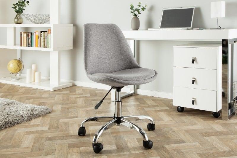 Klasická kancelárska stolička je praktickým a zároveň štýlovým kusom nábytku. Zdroj: iKuchyne.sk