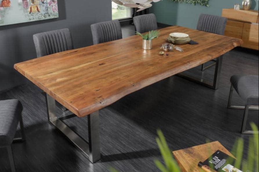 3-metrový jedálenský stôl z masívu pre celú rodinu. Zdroj: iKuchyne.sk