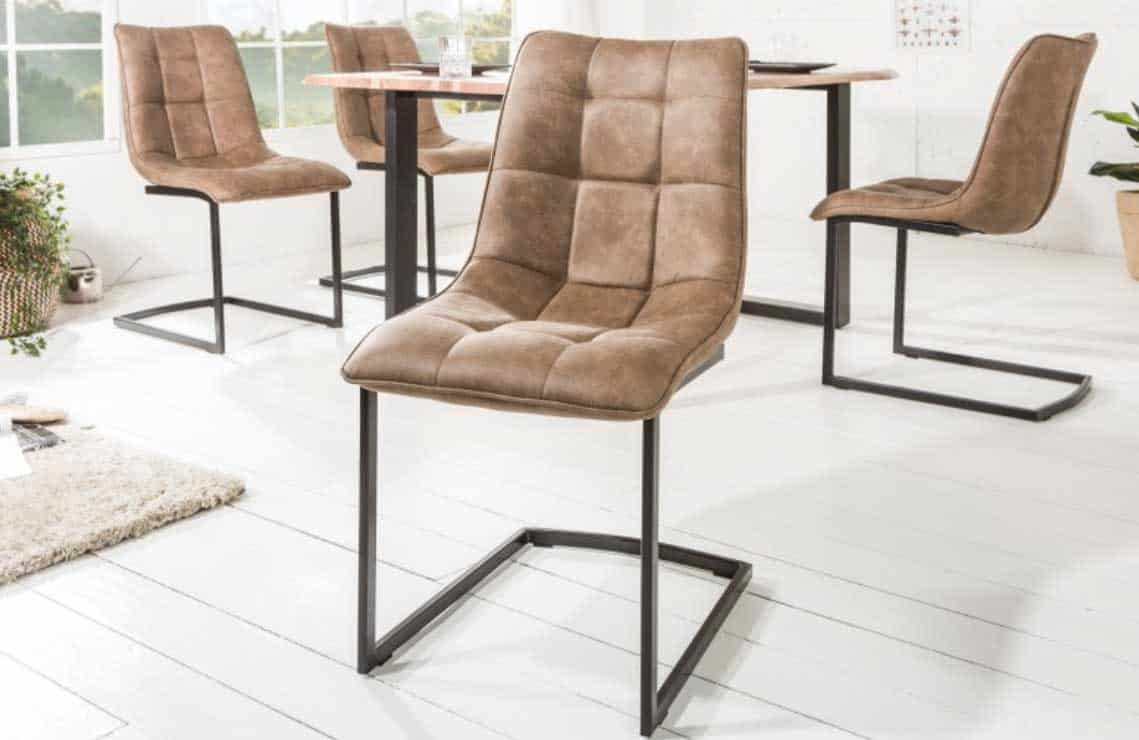 Jedálenské stoličky so zaujímavou kávovou farbou ulahodí nejednému oku. Zdroj: iKuchyne.sk