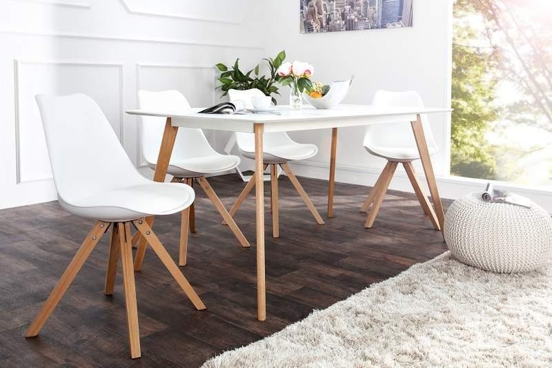 Kombinácia neutrálnych farieb bielej a hnedej v jedálni. Zdroj: iKuchyne.sk