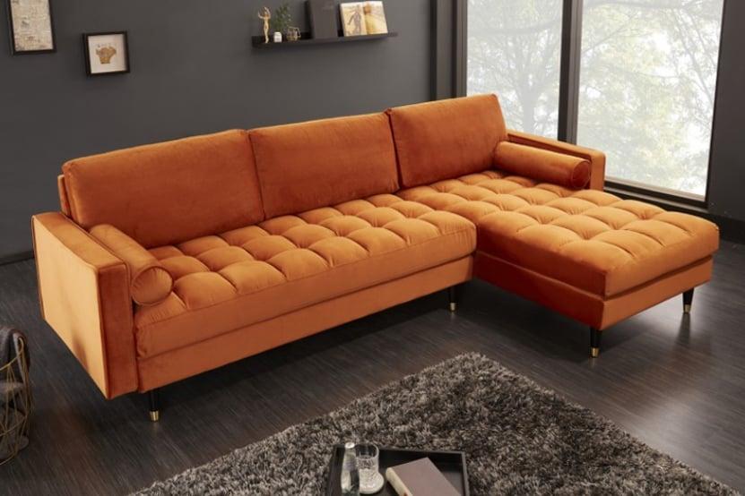 "Taliansky dizajn ,,v praxi"" - oranžová zamatová sedacia súprava umocní pocit domova. Zdroj: iKuchyne.sk"