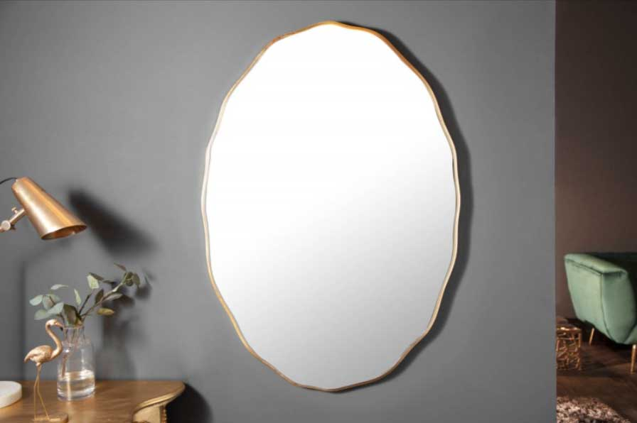 Zrkadlo so zlatým rámom – skvelý doplnok do francúzskej izby. Zdroj: iKuchyne.sk