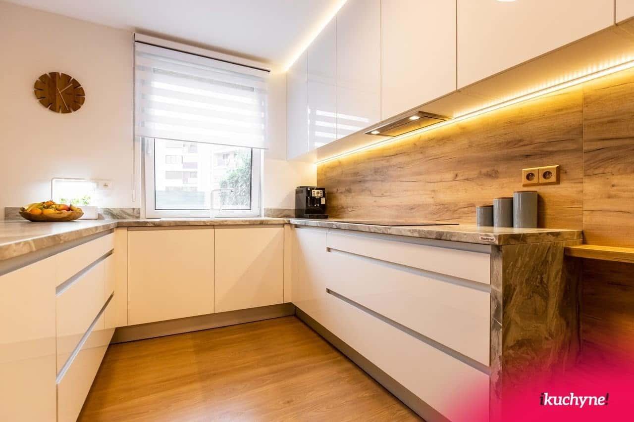 Vinylová podlaha do kuchyne je odolná voči vode a iných druhom poškodenia, ku ktorým v kuchyni často dochádza. Zdroj: iKuchyne.sk