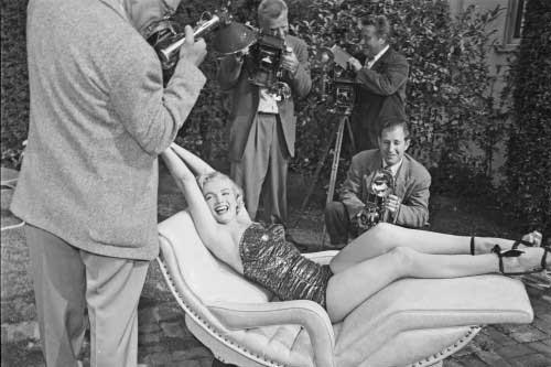 Nádherná Marylin Monroe pri fotení na atypickej ľeňoške. Foto: Trexfurniture.com