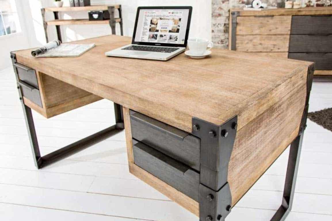 Písací stôl z dreva, ktorý príjemne ozvláštni a zútulní interiér. Zdroj: iKuchyne.sk