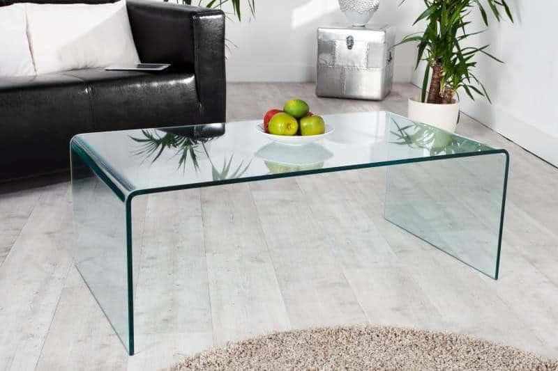 Konferenčný stolík, povrch je vyrobený z bezpečnostného temperovaného skla. Zdroj: iKuchyne.sk