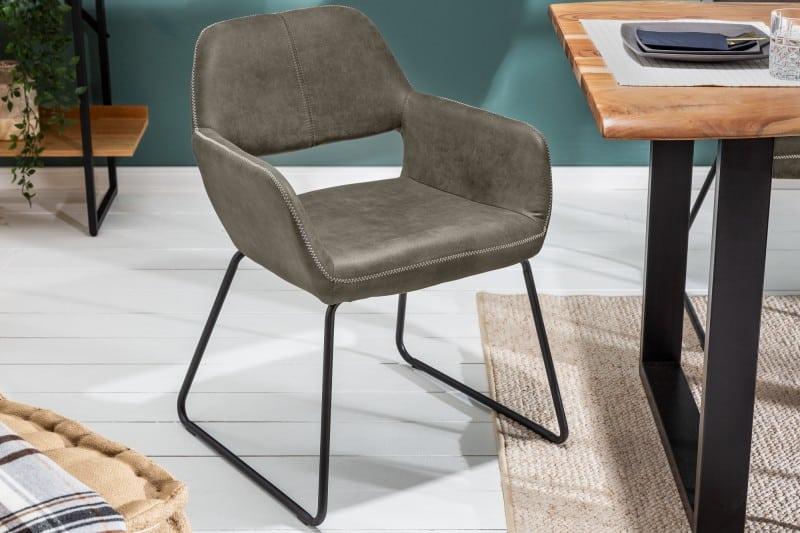 Keď kupujete jedálenské stoličky, mali by ste si v prípade niektorých chorôb dávať pozor. Zdroj: iKuchyne.sk