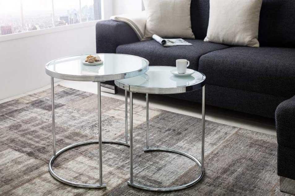 Sklenený nábytok v minimalistickom prevedení. Zdroj: iKuchyne.sk