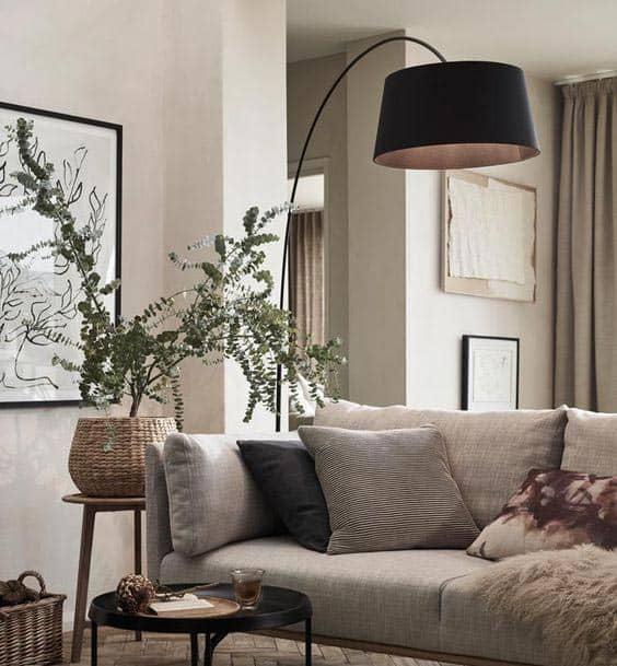 Šik obývačka so stojanovou lampou. Zdroj: Pinterest.com