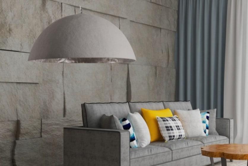 Závesná lampa v kombinácii so sivým interiérom, kde je žltá farba zakomponovaná minimálne, no štýlovo. Zdroj: iKuchyne.sk