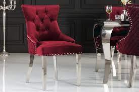 Jedálenské stoličky s tvarovaným sedom pre pohodlnejšie sedenie. Zdroj: iKuchyne.sk