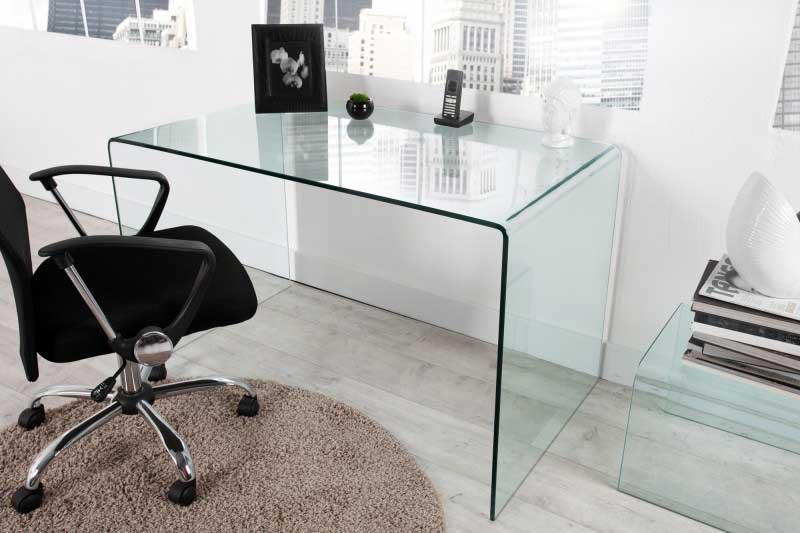Takmer každý sklenený nábytok je už robený z odolného a pevného skla. Zdroj: iKuchyne.sk