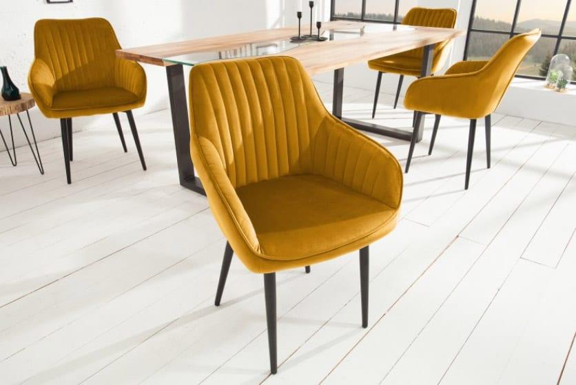 Stoličky v horčicovej žltej oživia vašu jedáleň. Zdroj: iKuchyne.sk