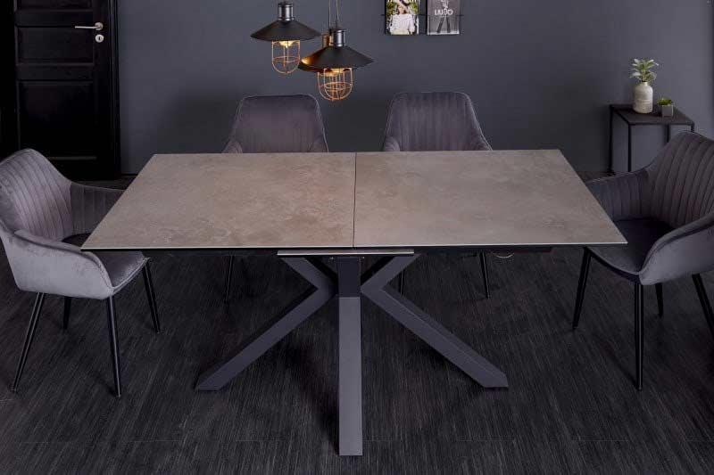 Rozkladacie stoly nielenže šetria miesto, ale vedia ho aj v prípade potreby pridať. Zdroj: iKuchyne.sk
