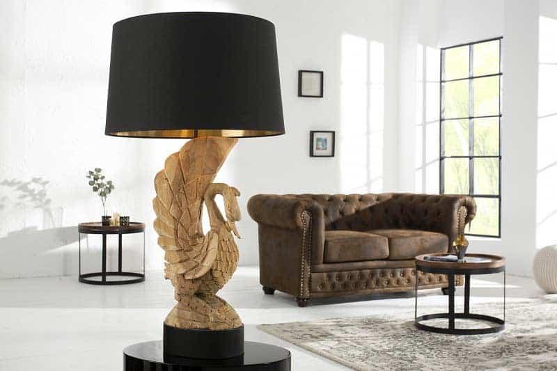 Unikátna stolová lampa s drevenou labuťou je výnimočným dizajnovým kúskom. Zdroj: iKuchyne.sk