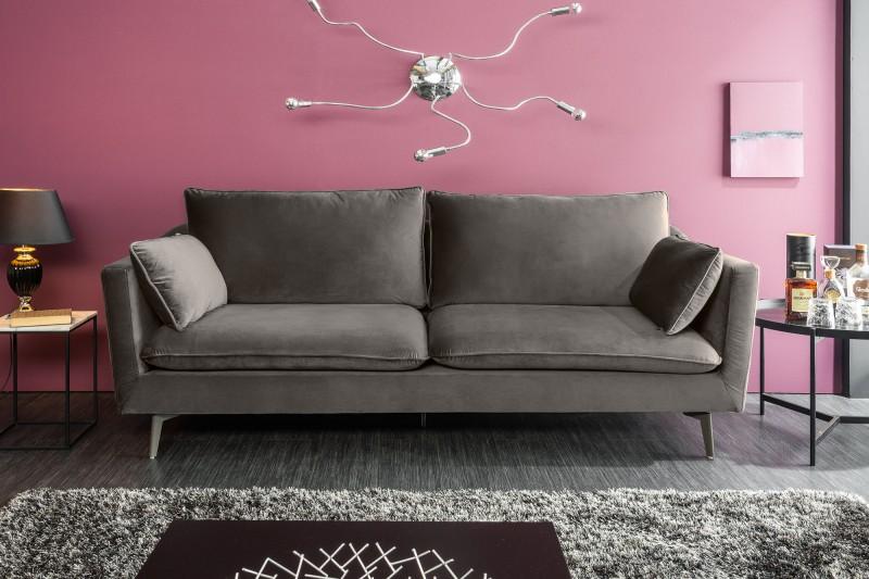 Siahnite po sedačke, ktorá nezaberá veľa miesta, no zároveň je veľmi pohodlná a funkčná. Zdroj: iKuchyne.sk