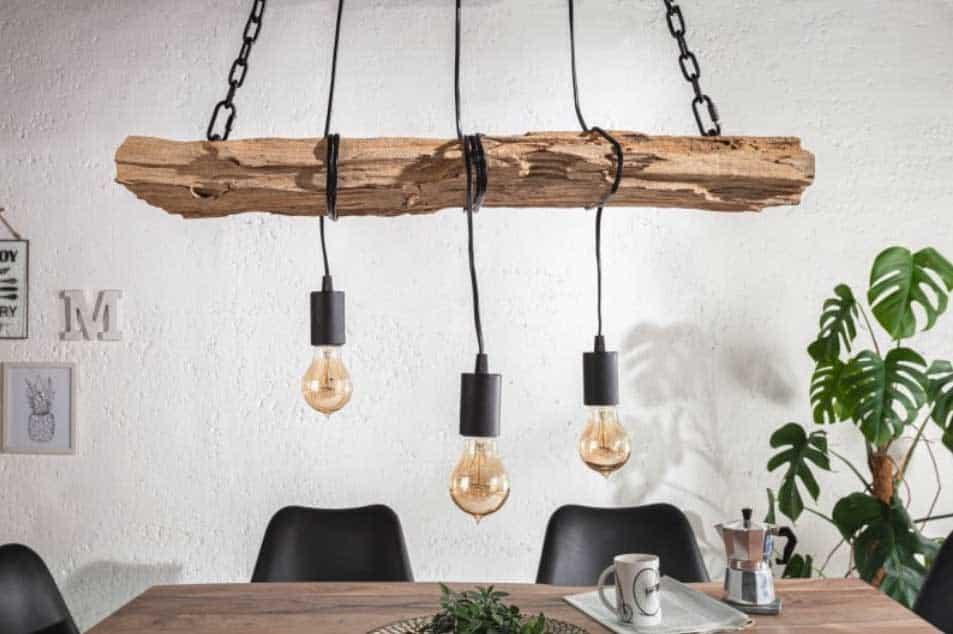 Industriálne svietidlá s typickými znakmi: drevo, strohosť a kov. Zdroj: iKuchyne.sk